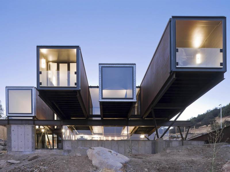 Casa Oruga, simbiosis entre obra y paisaje. Arquitectura de containers de Sebastián Irarrázaval