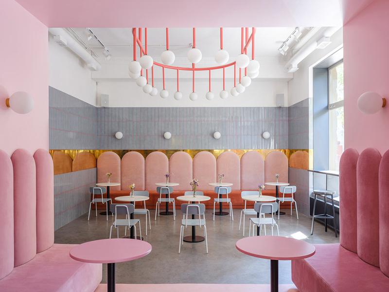 La cafetería de Artem Trigubchak y Lera Brumina. Espacios y el uso del color