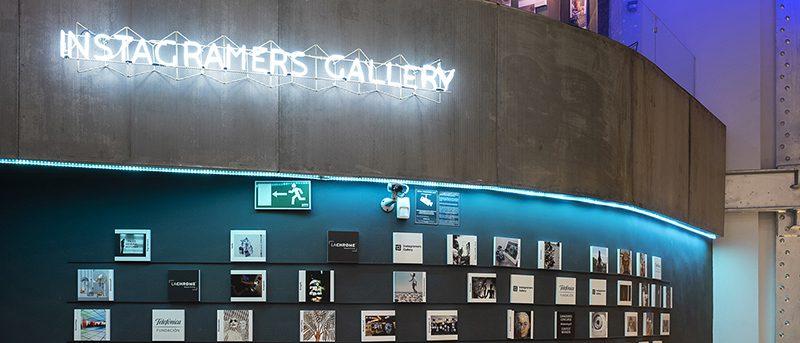 Del móvil a la red, y de ahí a las paredes del Espacio Fundación Telefónica de Madrid