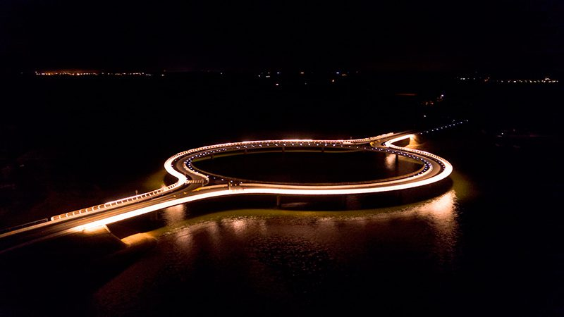 Rafael Viñoly Architects diseña Puente Laguna Garzón, un puente circular y respetuoso con el ecosistema