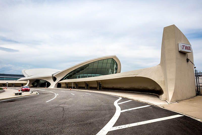 Una antigua terminal en el aeropuerto JFK, convertida en el TWA Hotel
