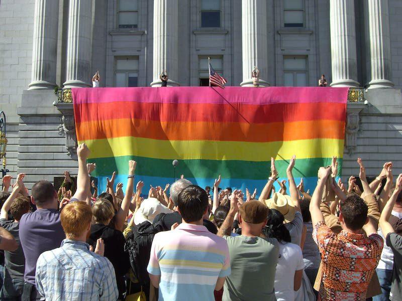50 aniversario del orgullo gay: ¿Por qué se popularizó la bandera arcoíris?