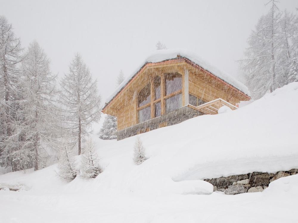 Chalet Nº 3, el moderno refugio de montaña en los Alpes suizos de Mitzman Architects