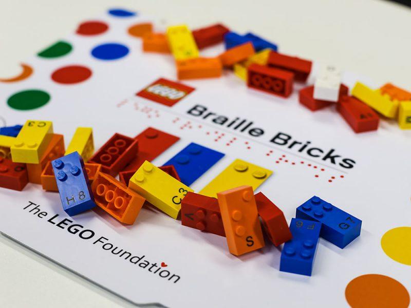 LEGO® Braille Bricks, para que los niños aprendan Braille jugando