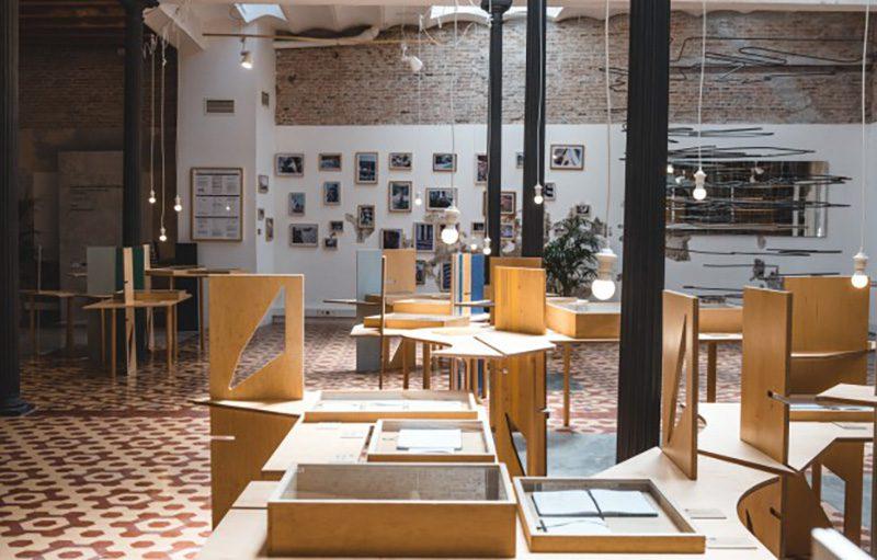 Els colors de Le Corbusier a l'Índia: el viatge d'E. Miralles i E. Torres a la Porte Email