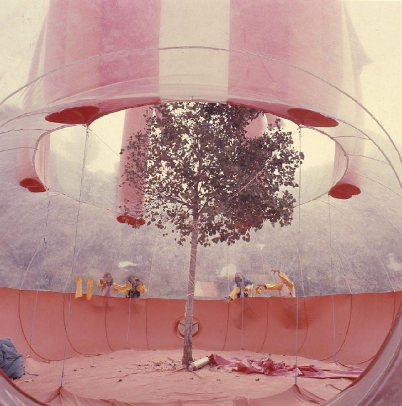 Prada Poole: La arquitectura perecedera de las pompas de jabón