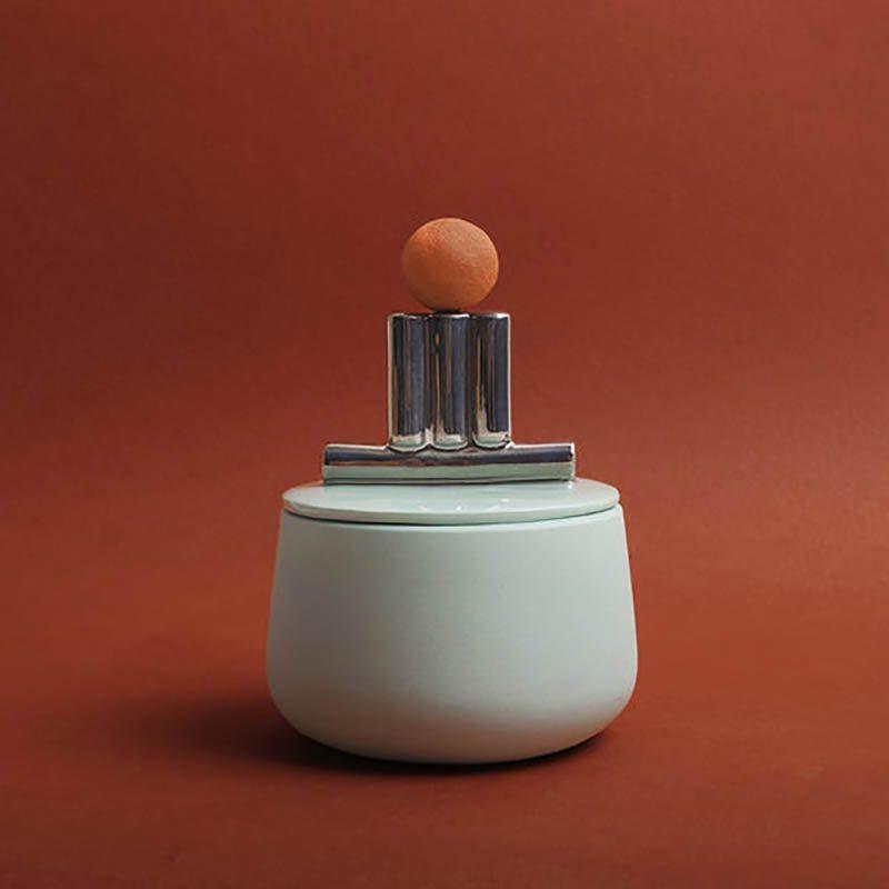Contenedores esculturales. Arte y funcionalidad se unen en la porcelana de Laura Itkonen