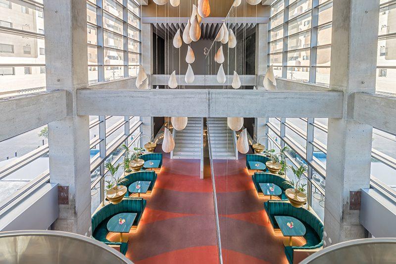 Rediseño de la planta baja del Hotel Barceló Málaga. Color y sinuosidad de la mano de Ilmiodesign © Eduardo Conde