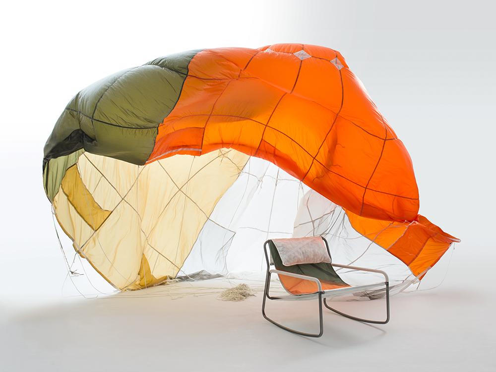 Layer y Raeburn se unen para dar una nueva vida a los paracaídas en desuso