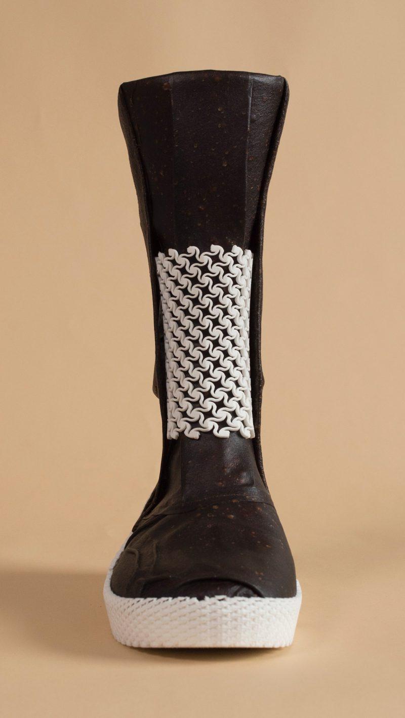 Las botas hechas de hongos de Liz Ciokajlo y Maurizio Montalti. Los nuevos materiales y el futuro de dos planetas