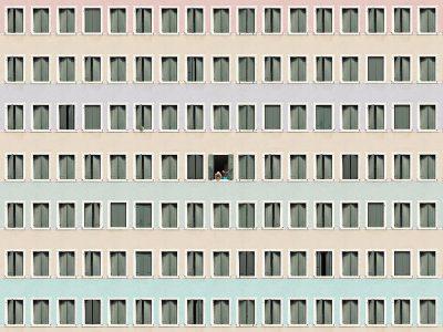 Biala, las fachadas colosales de de Gustav Willeit. La soledad de las grandes urbes