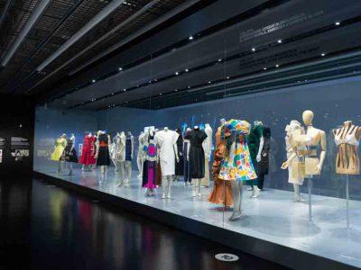 El cuerpo vestido. Siluetas y moda (1550–2015). Exposición en el Museo del Diseño de Barcelona