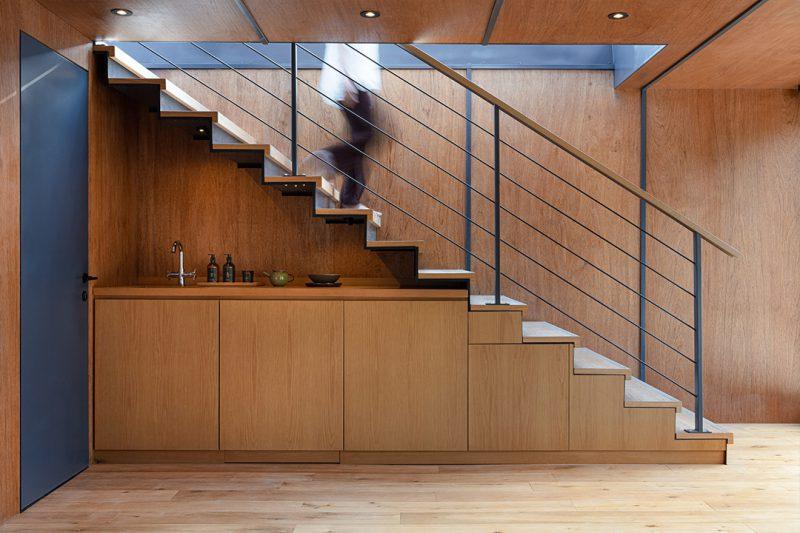 Oficinas modulares a pie de obra. La arquitectura de container de A Work of Substance. © Dennis Lo