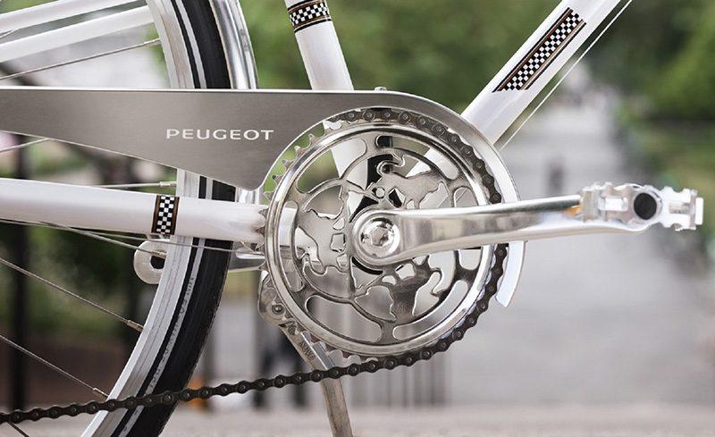 De paseo con Peugeot Cycles y su Legend eLC01. Movilidad urbana de alta gama