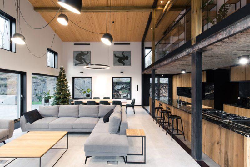 Mode:lina transforma un granero en una vivienda unifamiliar