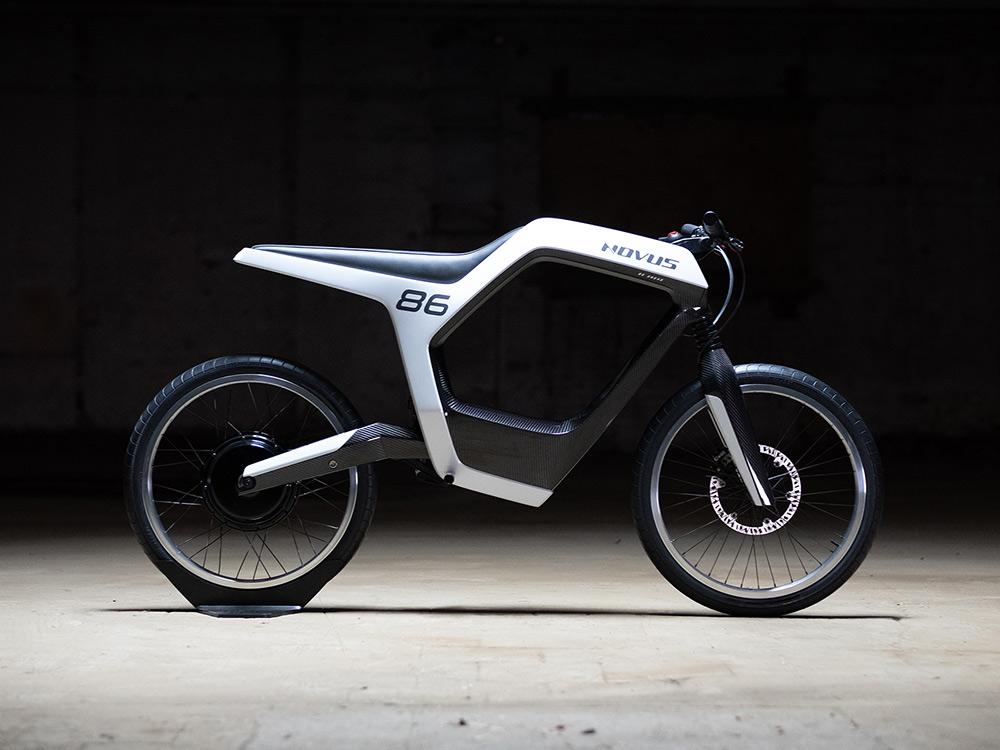 Novus, la motocicleta eléctrica de fibra de carbono. Funcionalismo alemán