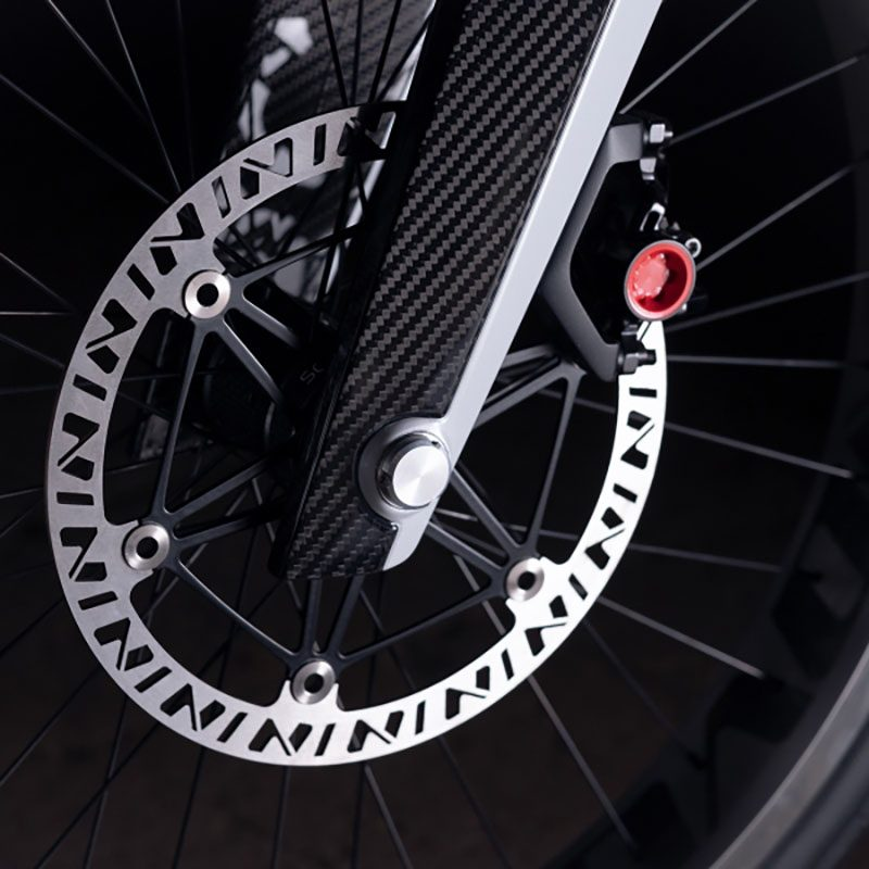 Novus, la motocicleta eléctrica de fibra de carbono con alma de bicicleta