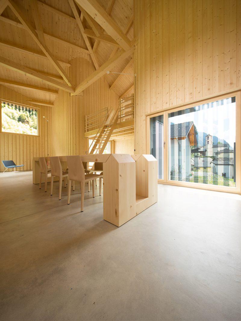 Swiss House Rossa, la vivienda escultórica de Davide Macullo