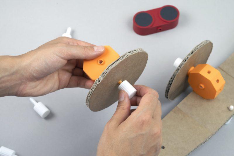 El juego de construcción DIY para niños de Studio Fantasio. Tecnología, cartón y creatividad