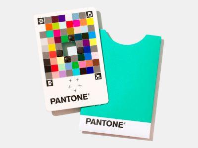 En este artículo nos centraremos en Pantone Color Match Card, un interesante gadget que ha sido creado para complementar Pantone Connect, y que es capaz identificar y llevar los colores del mundo real al mundo digital.