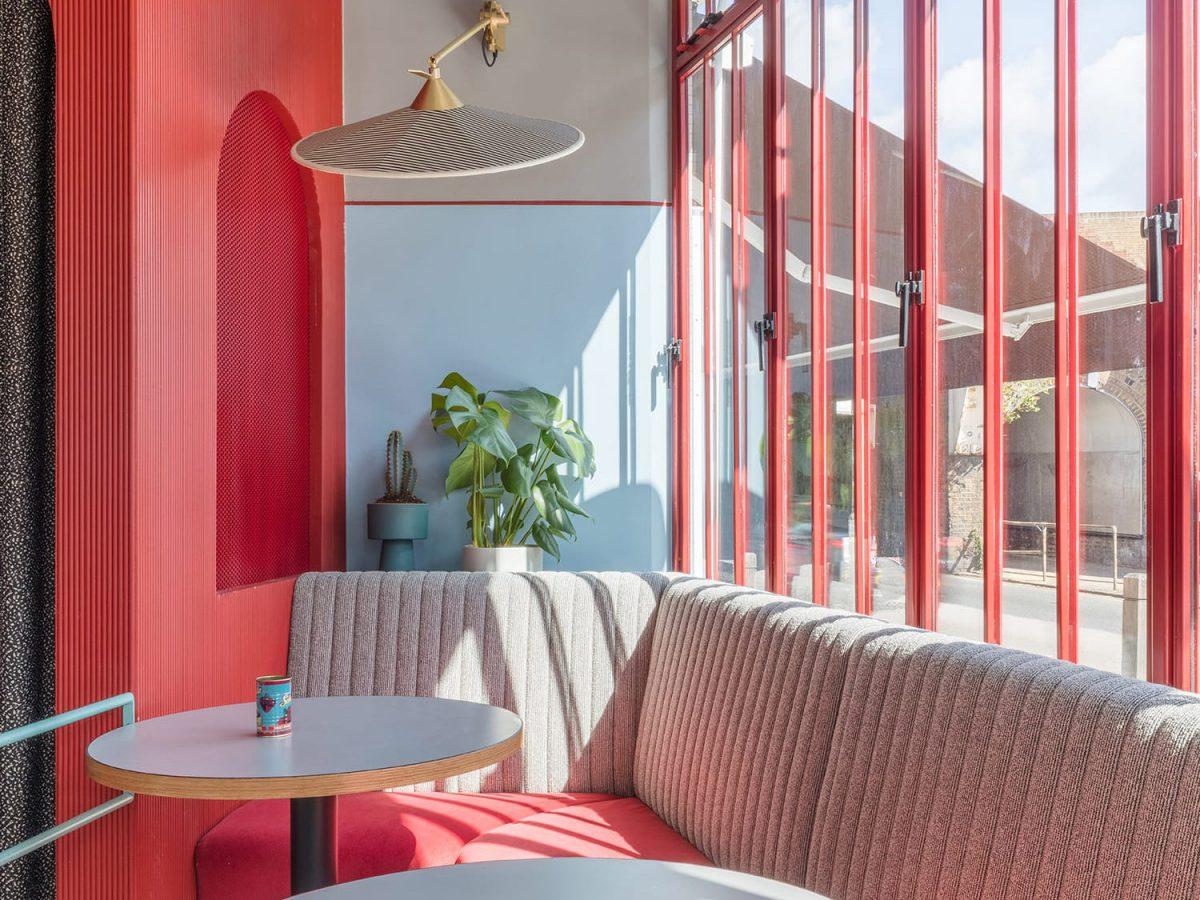 Color y mezcla de influencias en el nuevo proyecto Sella en el centro de Londres