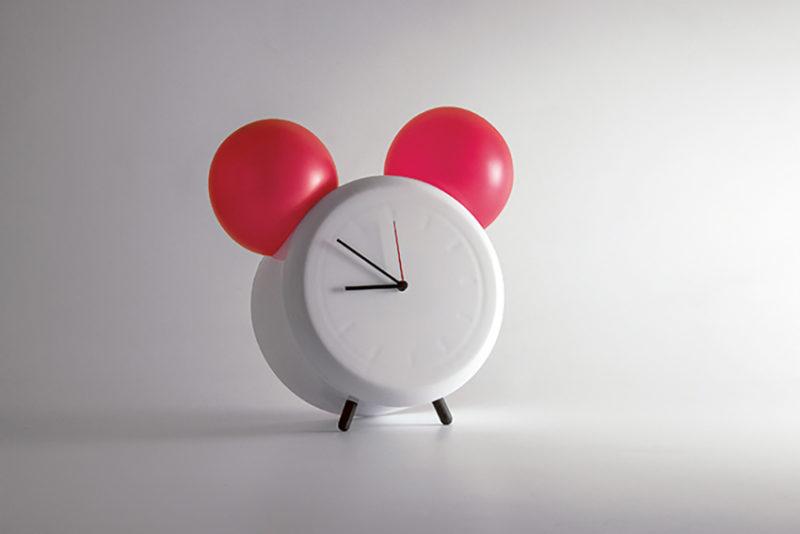 Funcionalismo lúdico de Bartosz Mucha: cinco relojes, el tiempo y sus metáforas