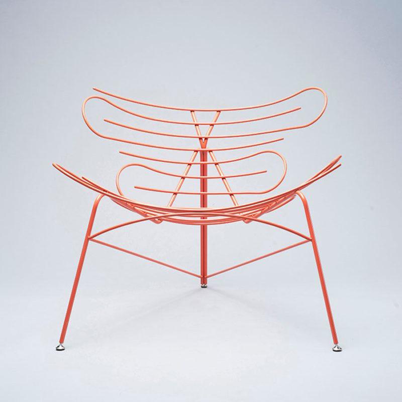 Sinuo, la lounge chair curvilínea y minimalista de Simon Galansky