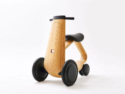 Ily-Ai: madera y formas orgánicas en la scooter de Mikiya Kobayashi