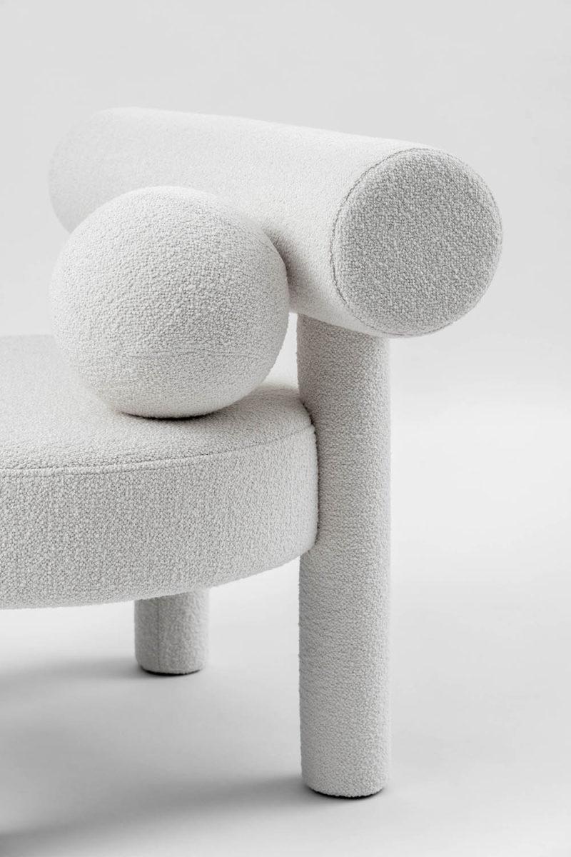 Kateryna Sokolova homenajea a la Bauhaus con su silla Gropius