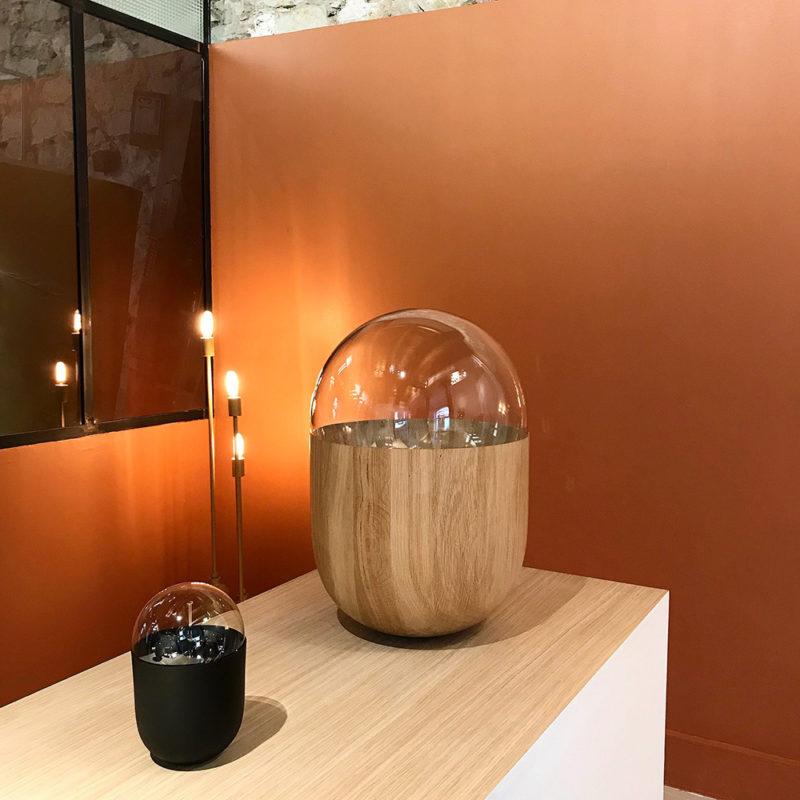 Coco XXL: potencia, madera torneada y vidrio en la luminaria de Mickaël Koska