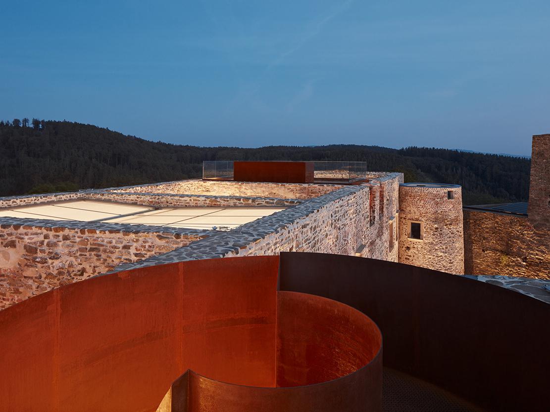 Renacer de las cenizas: Atelier-r interviene el castillo Helfštýn