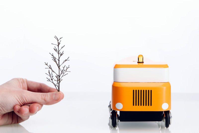 Chromiez, los juguetes de madera y nostalgia de Renátó Árpás. A cuatro ruedas y del Este