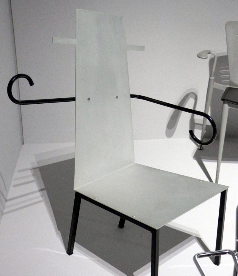 Javier Mariscal, silla Tío Pepe (1987) en una sala del Museo de Arte Moderno de París, sección de artes decorativas. Fotografía de Sailko, 2015. Creative Commons CC BY 3.0.