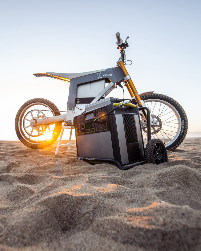 Kalk AP, la motocicleta solar para luchar contra la caza furtiva en África