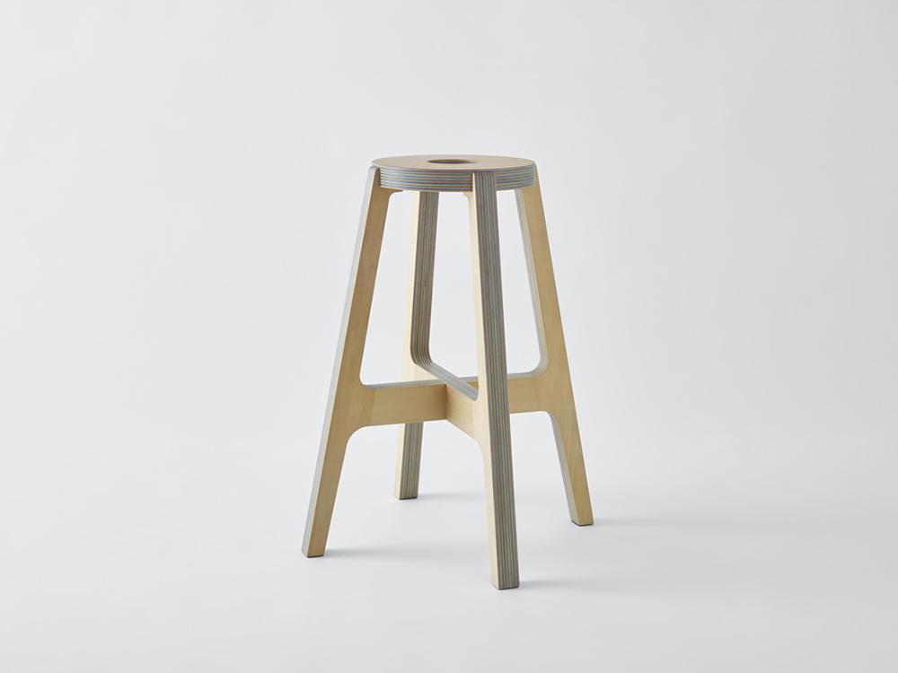 El taburete de madera y papel reciclado de Drill Design
