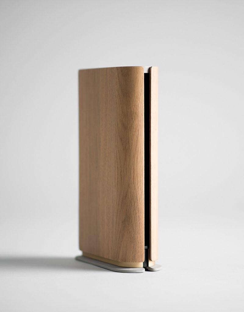 """Layer firma un altavoz portátil """"de libro"""" para Bang & Olufsen"""