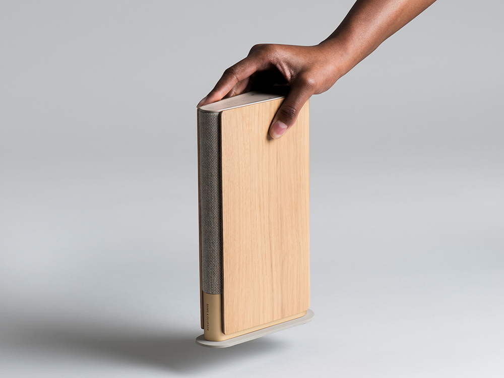 Layer firma un altavoz portátil «de libro» para Bang & Olufsen
