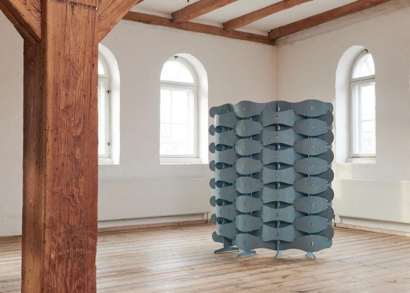 "Textile Veneer, el separador de ambientes ""tejido"" de Else-Rikke Bruun. © Anders Sune Berg"