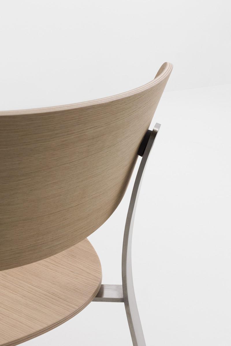 Keiji Takeuchi firma Springback. Mobiliario elemental en acero y madera