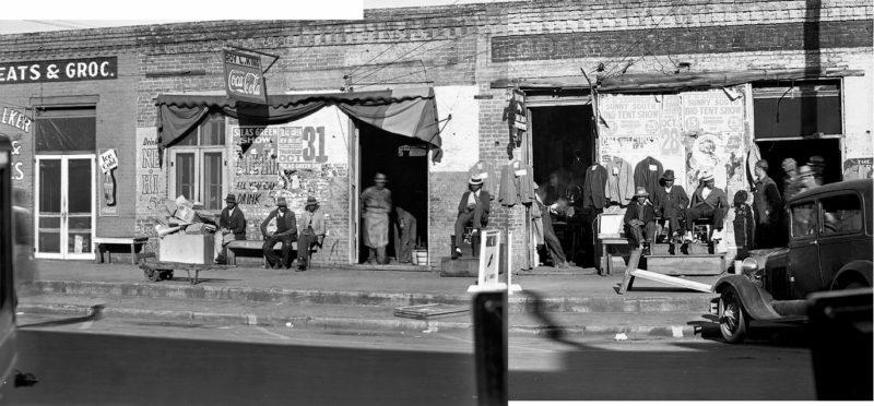Composición a partir de dos fotografías de Walker Evans tomadas en una calle de Selma (Alabama) en diciembre de 1935. US Library of Congress. Dominio público.