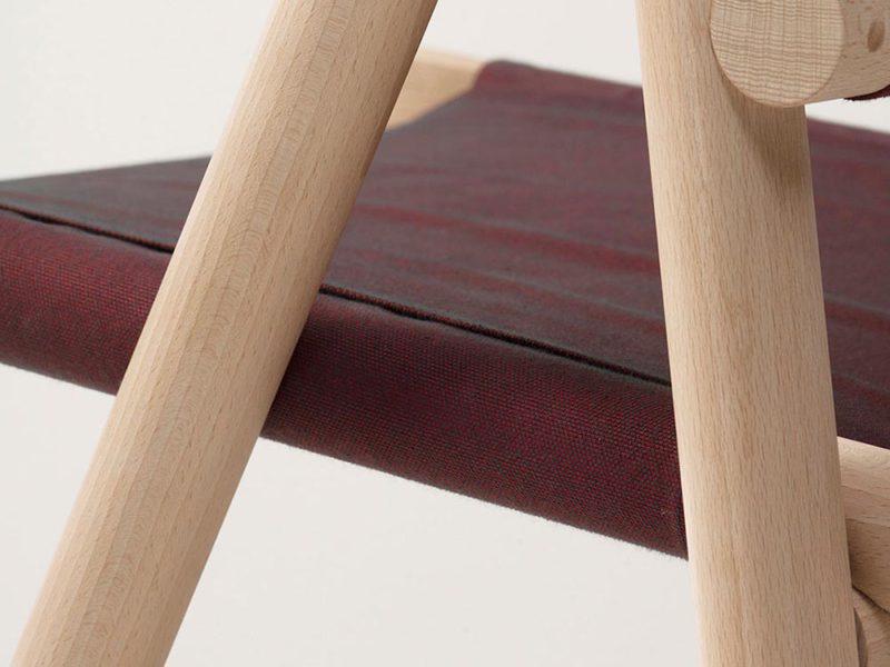 L'invitée, de Nathan Baraness y Marina Daguet. Una silla plegable de salón © Julien Deceroi