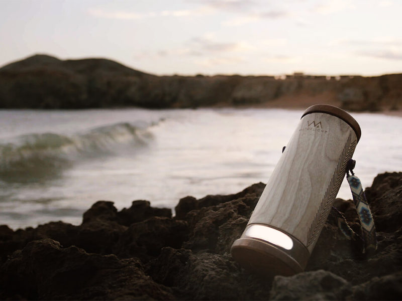 WaterLight, la luminaria portátil que funciona con agua salada
