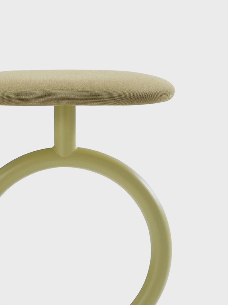 Sylvain Willenz firma el taburete Totem. Diseño Belga, producción española